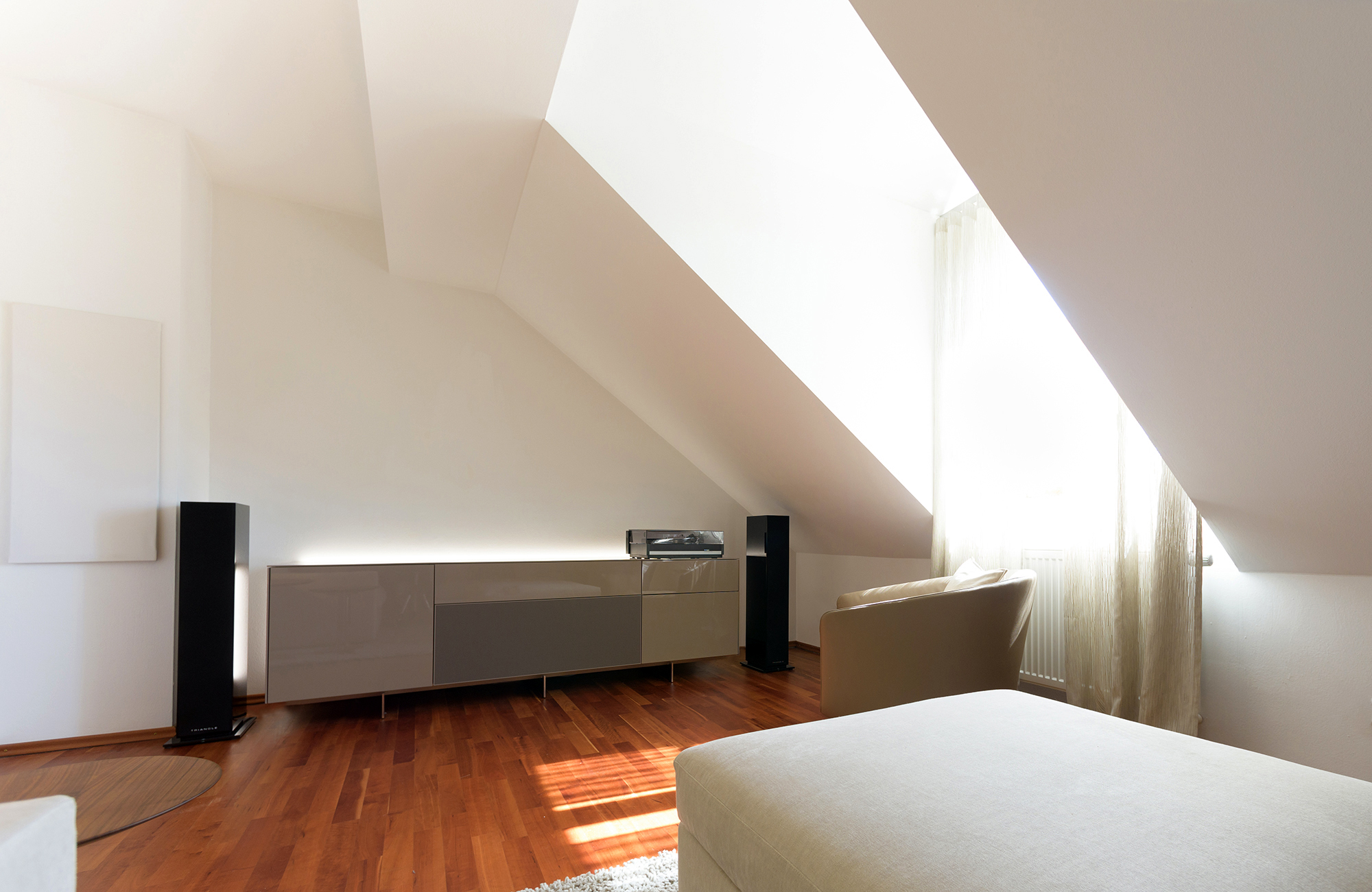Raumgestaltung eines Mansardenzimmers in München